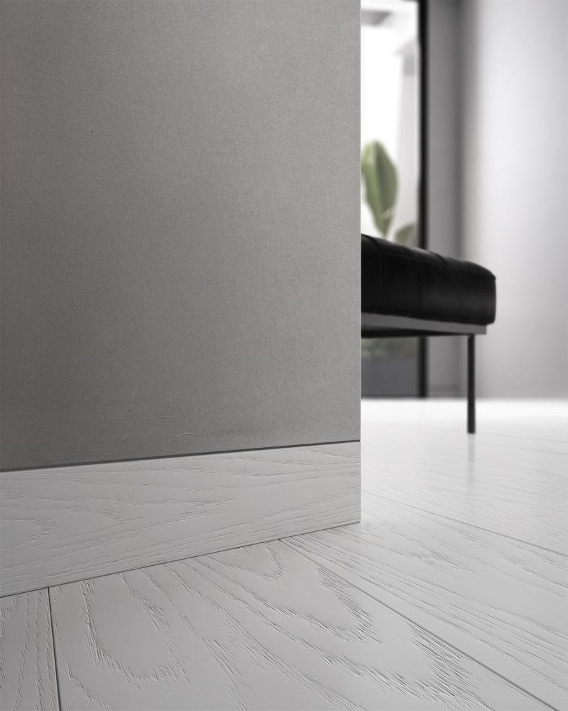Battiscopa filo muro in legno bianco