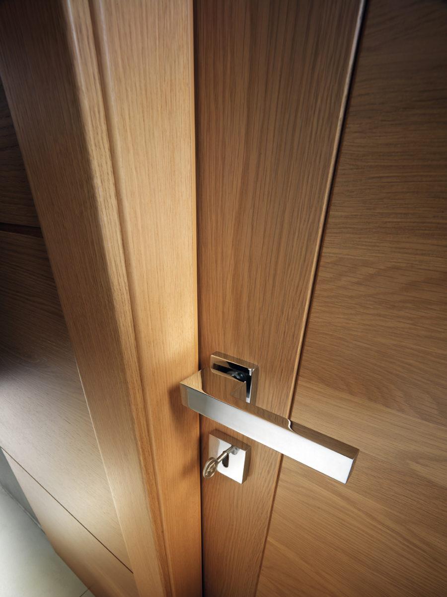 Porta in legno con boiserie - Garofoli