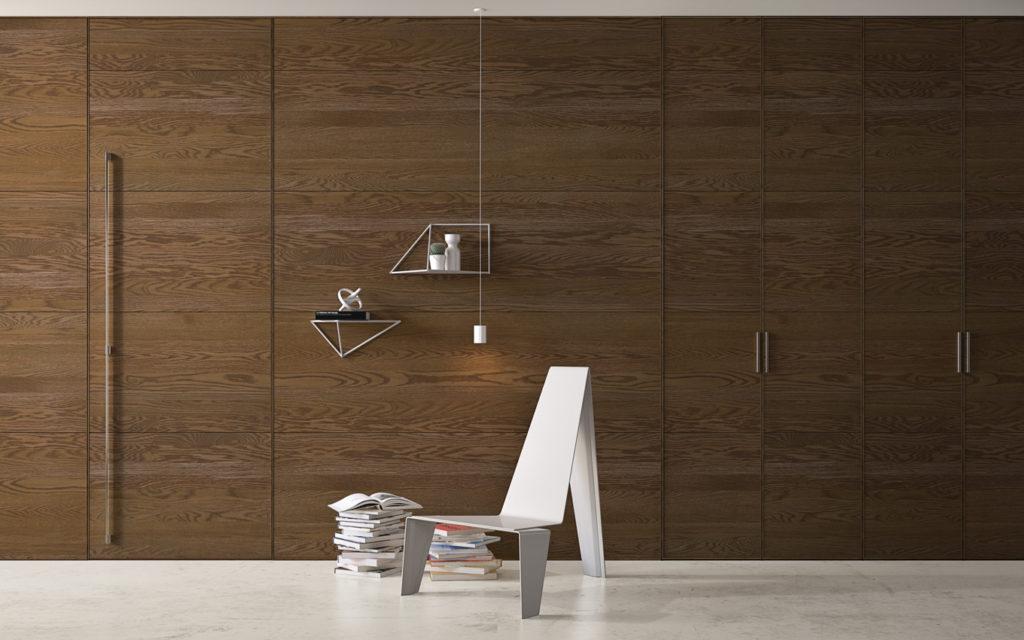 porta a filo muro con rivestimento in legno