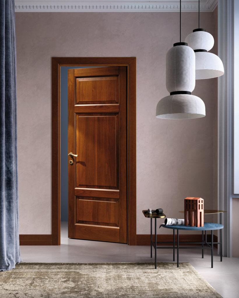Porta in legno arte povera