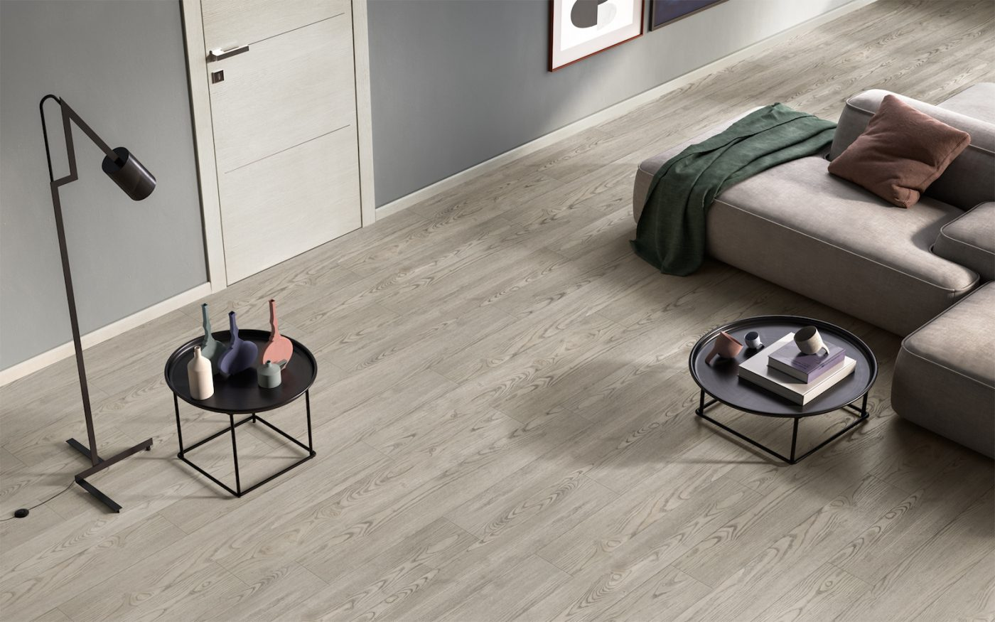 Pavimento rovere color fumo e porta No Limits color ghiaccio - Gidea