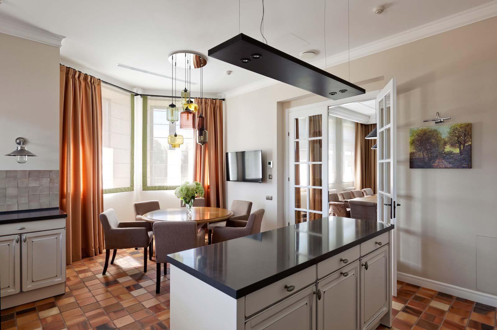 Porte in stile inglese per una casa new classic garofoli for Interni case inglesi