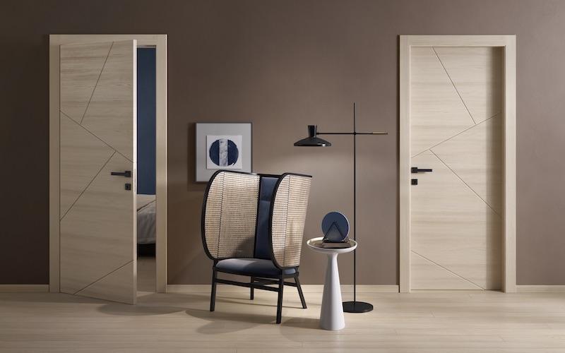 Porta moderna in legno con decori