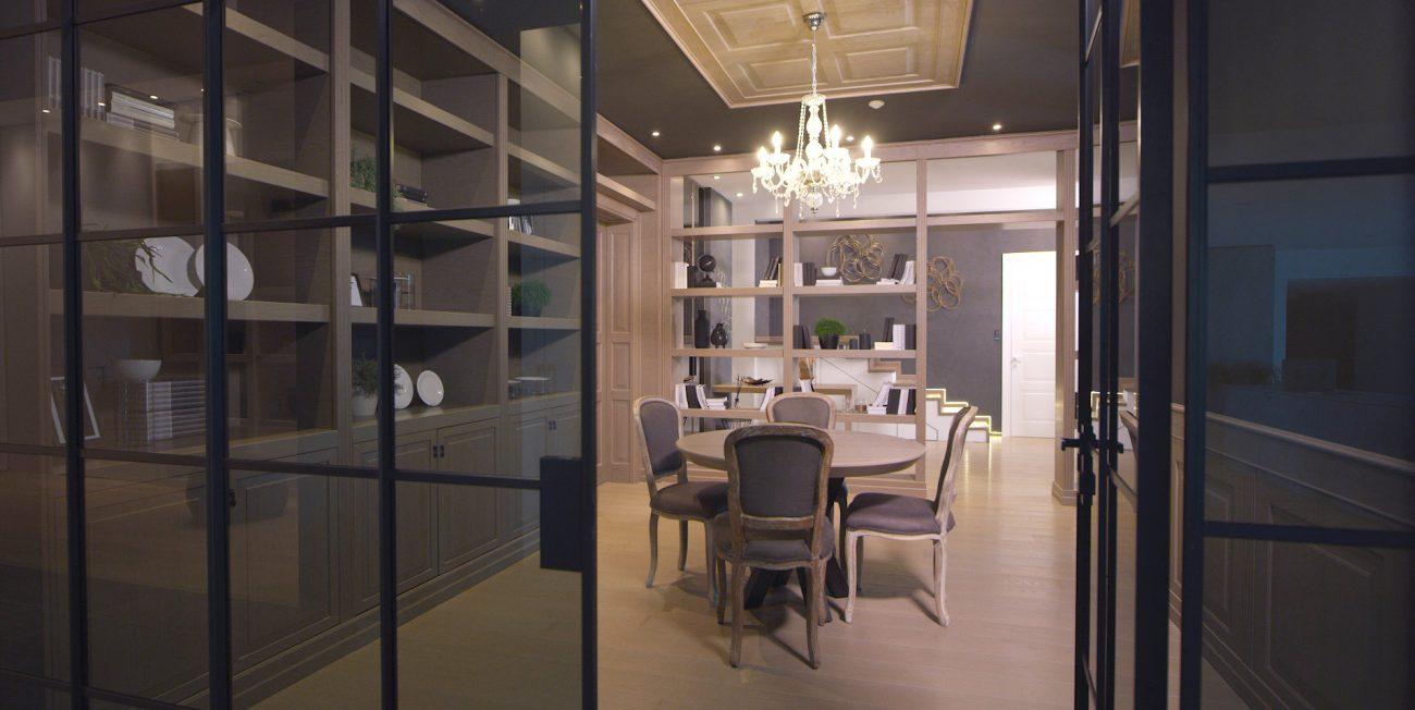 Sala da pranzo in stile classico con porta in vetro e parquet