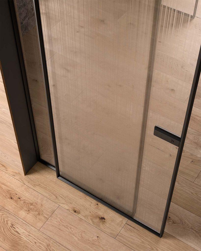 Porta scorrevcole in vetro con telaio in alluminio